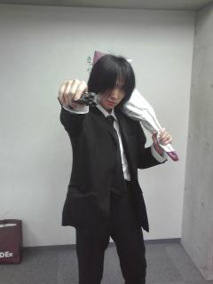 黒スーツの男.jpg